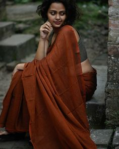 The Art of Wearing Humble Plain Sarees ! Want to know new ways to style your plain sarees with designer blouses? Do check out our tips Indus Valley Civilization, Plain Saree, Indian Textiles, Indian Fabric, Saree Look, Made In Heaven, Saree Blouse, Saree Dress, Blouse Designs