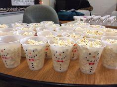 Popcorn snowman Christmas Party Activities, Christmas Party Snacks, Christmas Popcorn, Birthday Party Snacks, Christmas Makes, Xmas Party, Easy To Make Christmas Treats, Easy Christmas Crafts, Christmas Decor