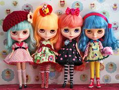 Great page on which doll clothes fit which dolls.
