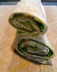 σάντουιτς με αραβική πίτα και σολομό (συνταγή) Bread Art, Quick Recipes, Fresh Rolls, Biscotti, Finger Foods, Cucumber, Sandwiches, Brunch, Snacks