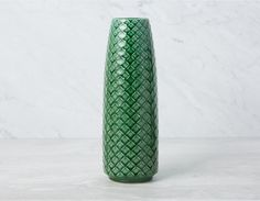 Decor - Discover Structube's modern and affordable home decor and home accessories, for living room, dining room or bedroom. Modern Home Furniture, Green Vase, Plates And Bowls, Reptiles, Modern Decor, Glass Vase, Shapes, Texture, Contemporary