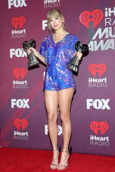Taylor Swift Web Photo Gallery: Click image to close this window Taylor Swift Casual, Taylor Swift Legs, Taylor Alison Swift, Taylor Swift Images, Pernas Sexy, Swift Photo, Taylor Swift Wallpaper, Nice Legs, Lovely Legs