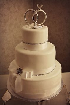 Cosmopolitan wedding cake. Sophisticated and simple.
