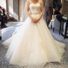 今決めているのがトリートドレッシングのROMONA KEVEZAのドレスシンプルだけどとっても可愛い もしもleaf for bridesのドレスの試着ができたら変更するかもしれないけど無理だったらやっぱりこのドレスかな  #トリートドレッシング #romonakeveza #ウエディングドレス #thetreatdressing by mariko160731