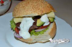 Cheeseburger de strut cu avocado #buzzgourmetdestrut