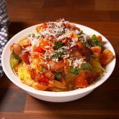 Spaghetti Squash This Tuscan Spaghetti Squash is so good, you won't even miss pasta.This Tuscan Spaghetti Squash is so good, you won't even miss pasta. Diet Recipes, Vegetarian Recipes, Chicken Recipes, Cooking Recipes, Healthy Recipes, Easy Recipes, Soup Recipes, Healthy Snacks, Recipies