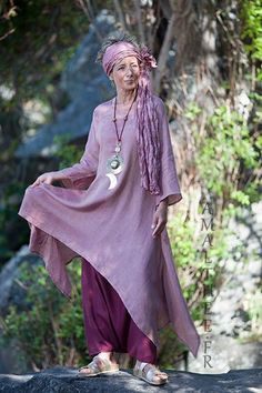 Rosewood and raspberry for this linen outfit... 0ur loose fit linen gauze Elke tunic makes a fruity mix with our sarouel skirt...