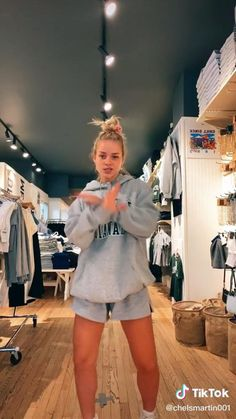 Cool Dance Moves, Dance Tips, Dance Music Videos, Dance Choreography Videos, Crazy Things To Do With Friends, Music Sing, Funny Films, Crazy Funny Videos, I Love Girls