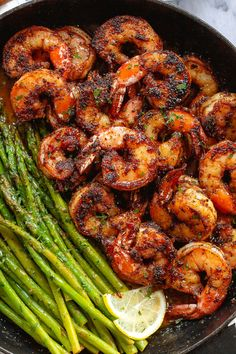 Blackened Shrimp and Asparagus Skillet - #shrimp #asparagus #recipe #eatwell101 - These delicious blackened shrimp with asparagus are the perfect versatile and fast weeknight meal. - #recipe by #eatwell101