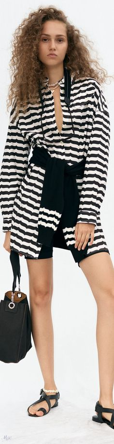 Black White Red, Black White Stripes, Stripes Fashion, White Fashion, Fashion 2020, Fashion Fashion, Derek Lam, Fashion Labels, Holiday Outfits