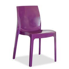 Silla modelo Palena en acabado púrpura. Es una silla fabricada en polipropileno disponible en varios acabados.