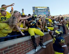 College Football Fans Go Social for Sports News