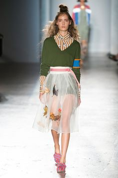 Chanel and Saint Laurent : Photo