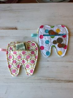 This item is unavailable Quilted Tooth Fairy Zipper Pouch coin purse treats by CurbysCloset Diy Sewing Projects, Quilting Projects, Sewing Crafts, Tooth Pillow, Tooth Fairy Pillow, Sewing For Kids, Baby Sewing, Diy Sac, Fairy Gifts