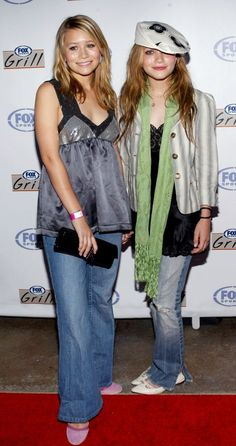 Mary-Kate and Ashley Olsen have spent almost three decades in the Hollywood spotlight, and in their early years, the twins were known for their cute matching 2000s Fashion Trends, Early 2000s Fashion, Mary Kate Olsen, Elizabeth Olsen, Celebrity Outfits, Celebrity Look, 00s Mode, Ashley Olsen Style, Satin