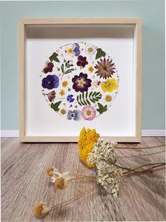 Deco Floral, Arte Floral, Diy Arts And Crafts, Cute Crafts, Diy Fleur, Deco Champetre, Deco Nature, Pressed Flower Art, Plant Art