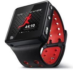 MOTOACTV はスマートフォンではなく、腕時計型の「究極フィットネス端末」。ランニングやサイクリングとあわせて利用することで、走行距離、速度、カロリー消費量などを計測することが可能というもの