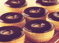Our Tim Horton donut recipe is simple and quick to cook. C & # 3 … - DIY Christmas Cookies Donut Recipes, Copycat Recipes, Baking Recipes, Real Food Recipes, Tim Hortons, Beignets, No Bake Desserts, Dessert Recipes, Ricardo Recipe