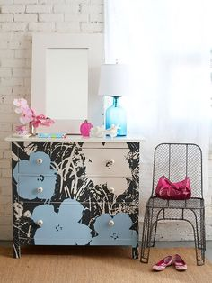Do you love a good furniture makeover? How about checking out today's collection of Thrift Store Dresser Makeover DIY Projects today on Makeover Monday! Deco Zen, Boho Deco, Furniture Projects, Home Projects, Diy Furniture, Modern Furniture, Chest Furniture, Diy Dresser Makeover, Furniture Makeover
