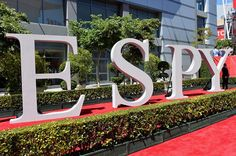 Wednesday night, the sports world celebrated some of the latest and greatest in the game at the 2013 ESPY Awards. The show was held in sunny Los Angeles at the Nokia Theatre L.A Live and brought out some of the best athletes to date. Of the many fan favorites, we kept our eyes on those who dressed to impress. Check out our recap of some of our favorite looks that hit the red carpet!