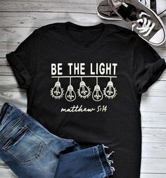 Cheapest BE THE LIGHT T-shirt light bulb graphic funny women fashion Christian tees cotton unisex gift holiday grunge tops party t shirt