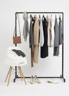 Lean Closet: Fewer, Better Things. Minimalist Closet, Minimalist Fashion, Wardrobe Rack, Capsule Wardrobe, Open Wardrobe, Simple Wardrobe, Wardrobe Ideas, Chic Minimalista, Build A Closet