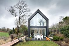 Located in Gouesnou, France, the Guipavas Black Barn was designed by french studio Trace et Associés for a young family with children. Off Grid House, Black Barn, Small Buildings, Modern Barn, Architecture Details, New Homes, House Design, Crayons, Houses