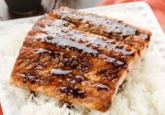 C'est une façon vraiment facile et tellement bonne de préparer le saumon (tout ce qui est cuisiné avec le sirop d'érable est bon)!
