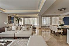Casa com arquitetura e decoração contemporânea e clássica - linda! Entre e…