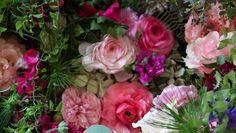Salondeviolaは花撮影のお仕事以外に紳士淑女の為のリラクゼーションサロンをしております。お客様のその日のご体調にあわせて植物から抽出された精油で香りをブレンドしてマッサージオイル作りから始めます(肩凝り、風邪気味、花粉症など)ベースオイルはMacadamia nut oil、Grape seed oil 他