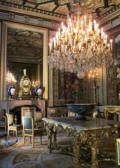 Tthis baroque chandelier at the Château Fontainebleau is simply gorgeous. French Interior, Classic Interior, French Decor, Chandeliers, Chandelier Lighting, Beautiful Space, Beautiful Homes, Home Decoracion, Interior And Exterior
