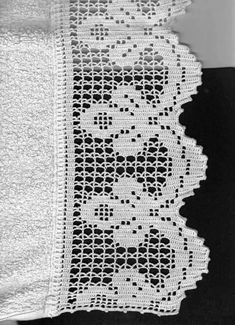 This Pin was discovered by Naw Filet Crochet, Crochet Patterns Filet, Crochet Lace Edging, Crochet Blocks, Crochet Borders, Thread Crochet, Love Crochet, Vintage Crochet, Crochet Crafts