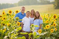 Pictures with sunflowers, sunflower field pictures, sunflower pics, Photography Mini Sessions, Family Photography, Photography Poses, Photography Studios, Photography Marketing, Children Photography, Lifestyle Photography, Photo Sessions, Pictures With Sunflowers