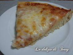 La pizza francesina è una focaccia dall'impasto soffice e delicato , farcita… Salty Cake, Mozzarella, Buffet, Cheese, Cooking, Pane, Food, Natural, Pies