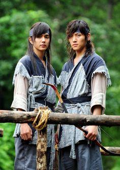 Yoo Seung Ho and Ji Chang Wook both looked adorable in Warrior Baek Dong Soo.