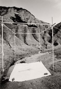 In ogni stanza c'è il fantasmo del sesso, 1973 Land Art, Dennis Oppenheim, Desert Places, Sculpture Metal, Physical Environment, New York Museums, Art Object, Hr Giger, Architecture
