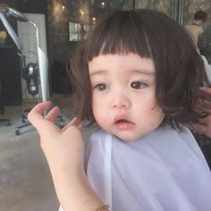 tron bo kieu toc xinh-doc-la ma hai huoc, me nen cat thu cho be gai it nhat mot lan - 7 Cute Asian Babies, Korean Babies, Cute Babies, Cute Hairstyles For Kids, Easy Hairstyles, Girl Hairstyles, Little Girl Haircuts, Ulzzang Kids, Kids Cuts