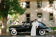 wedding photo with a vintage car #utahweddingphotographer