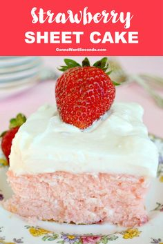 The BEST Strawberry Sheet Cake Ever. Tender, moist cake loaded with fresh strawberries then topped with a to-die-for Lemon Cream Cheese frosting! Strawberry Sheet Cakes, Strawberry Desserts, Köstliche Desserts, Dessert Recipes, Strawberry Sheet Cake Recipe From Scratch, Cheesecake Strawberries, Strawberry Sauce, Health Desserts, Dessert Simple