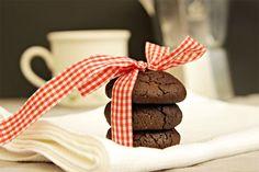 עוגיות פאדג' עשירות ורכות, למרות שאין בהן ביצים וחמאה (או מרגרינה!) וכמו כל דבר טבעוני הן גם פרווה