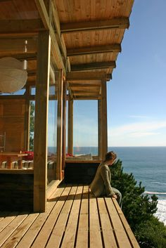House built in Chile by Alvaro Ramirez and Clarissa Elton. It is about 500 square feet and has an amazing view and emphasizes outdoor livin. Chile, Le Corbusier, Cliff House, Home Porch, Small House Design, Patio Roof, Wooden House, Cabins In The Woods, House Floor Plans