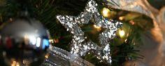Árbol de navidad plateado en un hotel de cuatro estrellas en el centro de Barcelona Luz Led, Barcelona, Crown, Halloween, Christmas, Silver Christmas Tree, Stars, Centre, Natal
