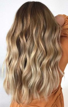 Looking for hair dye colors and fresh hair color ideas for a new season? With the changing of the seasons, you'll probably want to change your hair color, too. hair 2020 40 Best Hair Color Trends and Ideas for 2020 Brown Hair Dyed Blonde, Honey Blonde Hair, Brown Hair Balayage, Hair Color Balayage, Brunette Hair, Hair Highlights, Dying Hair Blonde, Brown Hair Dyes, Blonde Hair Dyes