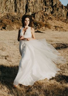 Scalloped V Neck White Sleeveless Ball Gown Lace and Organza Wedding Dress