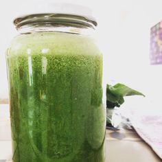Suco mais que verde. Muita couve, pepino , maçã verde, limão, espinafre.