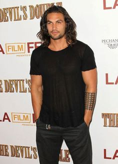 Pin for Later: 27 Times Jason Momoa Almost Burst Out of His Shirt (and We All Crossed Our Fingers) When this t-shirt was spread so thin, we could actually count his abs. Lisa Bonet, Jason Momoa, Khal Drogo, Pretty People, Beautiful People, Beautiful Things, My Sun And Stars, Lenny Kravitz, Raining Men