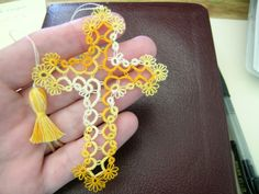 SUNNY           Tatting Cross Bookmark Shuttle Tatted Lace Vintage Thread size 70