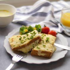 「厚揚げクロックムッシュ」のレシピと作り方を動画でご紹介します。厚揚げにハムとホワイトソースを挟み、たっぷりチーズをかけてトースターで焼きました。見た目はクロックムッシュそっくり!ホワイトソースはレンジで簡単に作れますよ♪