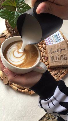 Coffee Gif, Coffee Latte Art, Coffee Menu, Coffee Love, Coffee Quotes, Coffee Drinks, Iced Coffee, Coffee Cups, Latte Art Tutorial