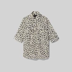 Oversized tunic in all-over daisy print. Shop The Marc Jacobs Sofia Loves Beach Tunic. Beach Tunic, Jeans And Sneakers, Tunic Blouse, Cotton Silk, World Of Fashion, Casual Looks, Marc Jacobs, Shirt Designs, Mens Tops